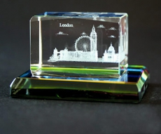 2 x 3 cm London Multiscene Crystal with Glass Base
