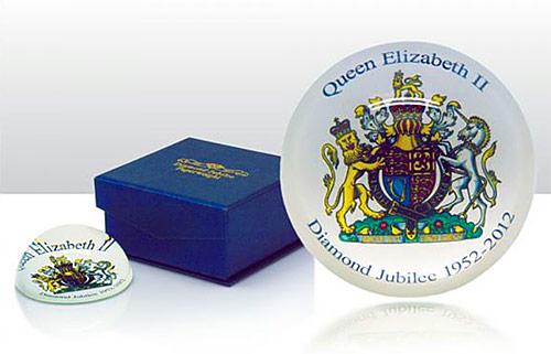 queens diamond jubilee paper weight